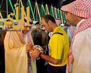 """أمير الباحة يحضر المباراة الختامية لبطولة """" الأمير مشاري بن سعود """" لكرة القدم"""