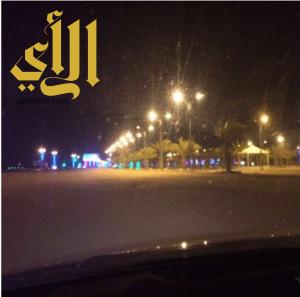 بلدية القيصومة تعيد إنارة الطريق الدولي بعد الانتهاء من العطل الفني بشبكة الكهرباء