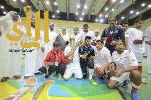 وكيل إمارة عسير يتوج منتخب عمان بكأس البطولة الخليجية