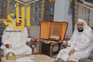 """رئيس جمعية نبأ """"الشغيبي"""" يزور الرئيس الفخري للجمعية ابن مشيط"""
