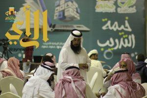انطلاق دورة الخط العربي في خيمة أبها السياحية الدعوية في يومها الثاني عشر