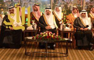 أمير عسير يقيم مأدبة عشاء لضيوف منتدى الإعلام الرياضي وبطولة الخليج الثانية