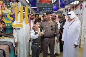مدير شرطة منطقة عسير يتفقد مهرجان أبها للتسوق