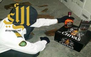 إحباط محاولتين لتهريب 87 زجاجة خمر وكمية من الأغطية والملصقات الخاصة بالخمور