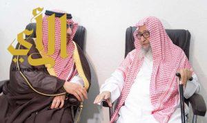 سمو ولي العهد يزور سماحة مفتي عام المملكة والشيخ صالح الفوزان