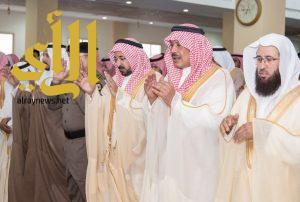 سمو أمير منطقة الباحة يتقدم المصلين في صلاة عيد الاضحى المبارك