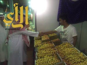 الأمير أحمد بن بندر السديري يزور مهرجان الخرج للتمور