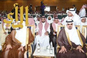 أمير عسير يرعى احتفال التعليم باليوم الوطني ويكرم أبناء الشهداء