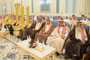 خادم الحرمين الشريفين يستقبل آسرة آل عبود