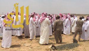 وكيل محافظة طريب يؤدي صلاة الميت على الشهيد الظلافيع
