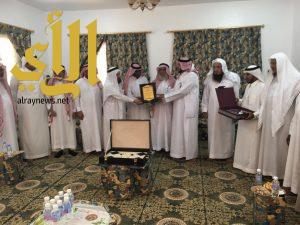 رئيس ومشائخ مركز باشوت يزورون الجندي مبروك سعود الشمراني