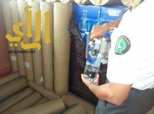 جمرك البطحاء يحبط تهريب أكثر من 23 ألف زجاجة خمر