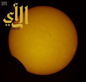 توثيق كسوف الشمس الجزئي في جدة بـ 1000 صورة