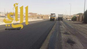 بلدية الذيبية تقوم بأعمال سفلتة في مخططات المنح