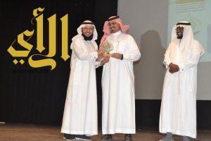 تكريم المتميزين في برامج التوعية الإسلامية بتعليم عسير