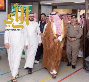 أمير الباحة يقوم بزيارة الطالبات المصابات بحادث طريق المندق