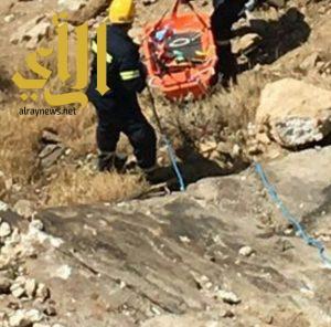 """مدني تنومة ينتشل جثمان آسيوي بعد سقوطه في عقبة """"الكرى"""""""