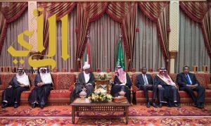 خادم الحرمين يعقد مباحثات رسمية مع رئيس السودان