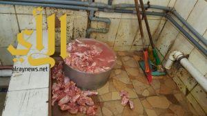 بلدية محافظة قرية العليا تغلق (52) منشأة وتتلف (989) كجم مواد غذائية فاسدة
