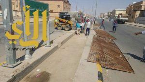 بلدية حفر الباطن تباشر بتنظيف قنوات تصريف مياه الامطار