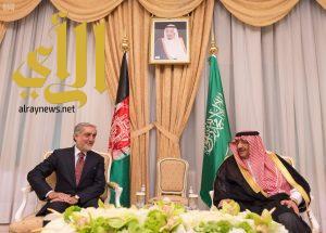 ولي العهد يبحث العلاقات الثنائية ومستجدات الأحداث مع الرئيس التنفيذي لأفغانستان