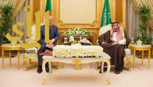 خادم الحرمين الشريفين يتسلم رسالتين من الرئيس الجزائري