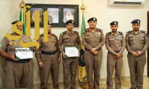 الدفاع المدني بمكة المكرمة يكرم الضباط والأفراد المتميزين في إدارة السلامة