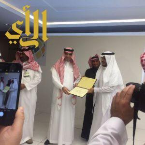 معالي وزير التعليم يمنح تعليم الباحة وسام الجودة والتميز من المرتبة الأولى