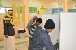 طلاب عسير ينتخبون ممثليهم عبر صناديق الاقتراع
