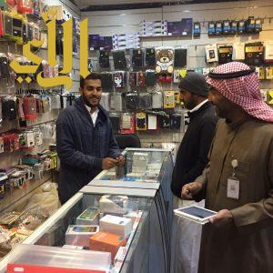 القبض على ثلاث وافدين مخالفين لنظام العمل بسوق الخضار المركزي بمحافظة بالجرشي