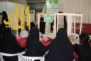 """""""حياكة السجاد اليدوي"""" دورة تدريبية ضمن فعاليات مهرجان محافظة أحد المسارحة للتسوق والترفيه 2"""