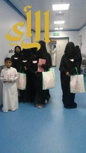 فريق تطوعي بالمتوسطة الأولى للبنات بأملج يزور المرضى المسنين