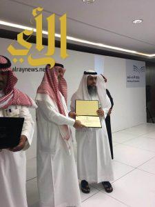 وزير التعليم يكرم فريق الجودة بتعليم صبيا لحصولهم على وسام الجودة والتميز
