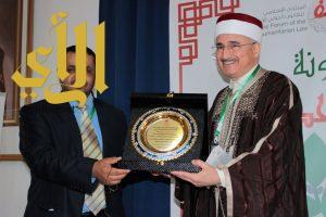 المنظمة العربية للهلال الأحمر والصليب الأحمر تكرم جامعة الزيتونة بتونس