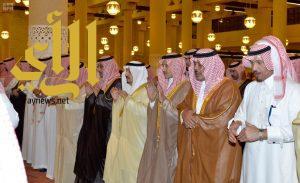 أمير الرياض يؤدي صلاة الميت على الأمير سلمان بن فواز بن سعود
