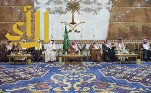 خادم الحرمين يستقبل المعزين في وفاة الأمير تركي بن عبدالعزيز