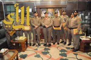 مدير شرطة منطقة الجوف يكرم قائد قوة الشرطة العسكرية وعددا من صف ضباط شرطة المطار