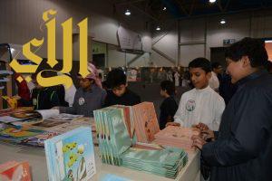 """روايات البنات وألوانها ترفع مبيعات قسم الكتب في """"حكايا مسك"""""""