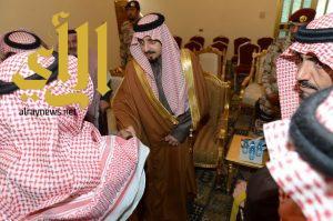 أمير عسير يقدم العزاء في وفاة طامي أبو نقطة المتحمي