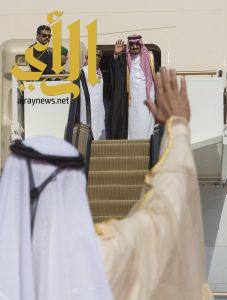 خادم الحرمين يغادر الإمارات متوجهاً إلى قطر
