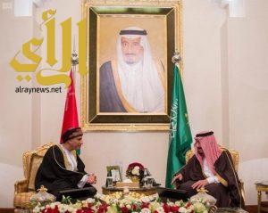 خادم الحرمين يستقبل نائب رئيس الوزراء لشؤون مجلس الوزراء بسلطنة عمان