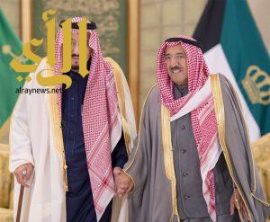 خادم الحرمين يشرف مأدبة الغداء التي أقامها ولي العهد الكويتي