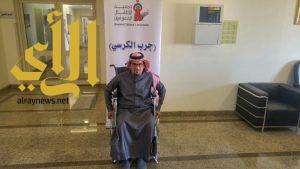 آل عبشان يزور أطفال عسير المعوقين ويجرب الكرسي
