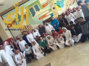 طلاب كلية التربية يزورون المكتبة المركزية