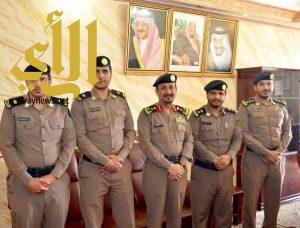 مدير الدفاع المدني بمنطقة الباحة يقلد عدد من  الضباط رتبهم  الجديد