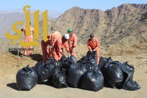 """بالصور .. فريق """"نقدر التطوعي"""" ينفذ مشروع نظافة ظريمة  بفيفاء"""