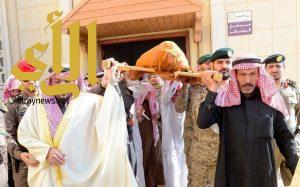 أمير القصيم يؤدي الصلاة على شهيد الواجب حمود الحربي