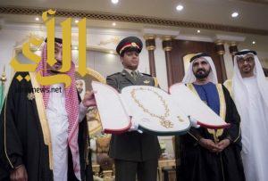 خادم الحرمين يتقلد وسام زايد أعلى وسام في دولة الإمارات