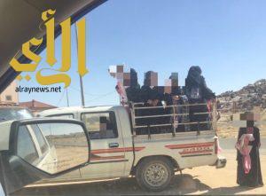 """نقل طالبات ابتدائية آل عرفان بطريب في صندوق """"هايلوكس"""""""