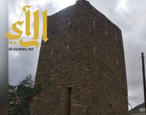 """أسرة """" آل عوضه """" ترمم حصناً تراثياً بمدينة أبها"""